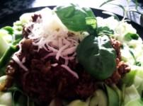 Zucchininudel mit Balsamico-Hackfleischsauce