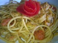 Garnelen in Kräuterbutter-Pasta mit Tomaten