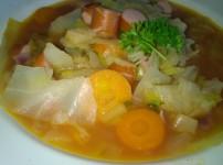 Kohlsuppe á Yasmin mit Wiener Würstchen
