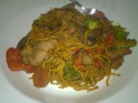 Asiatische Gemüsepfanne mit Chow Mein Nudeln