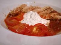 Hähnchenschnitzel im Tomatensud an Kräuterquark