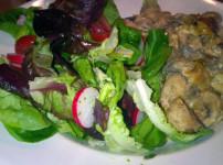 Hähnchenbrust in Champigonsauce an buntem Salat