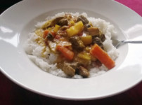 Frisches Rindfleisch Curry mit buntem Gemüse