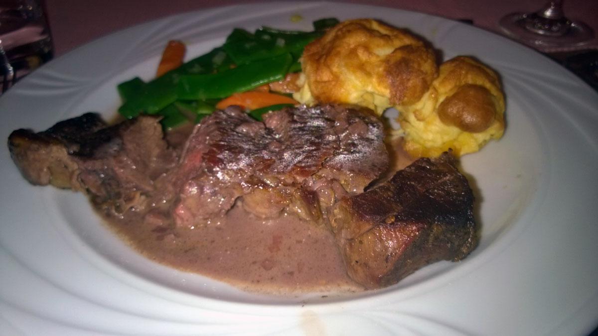 Steak-auf-Rotweinsud