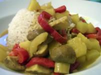 Veganes Currygericht mit Ananas und Mango