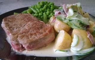 Saftiges Rindersteak mit Kartoffeln