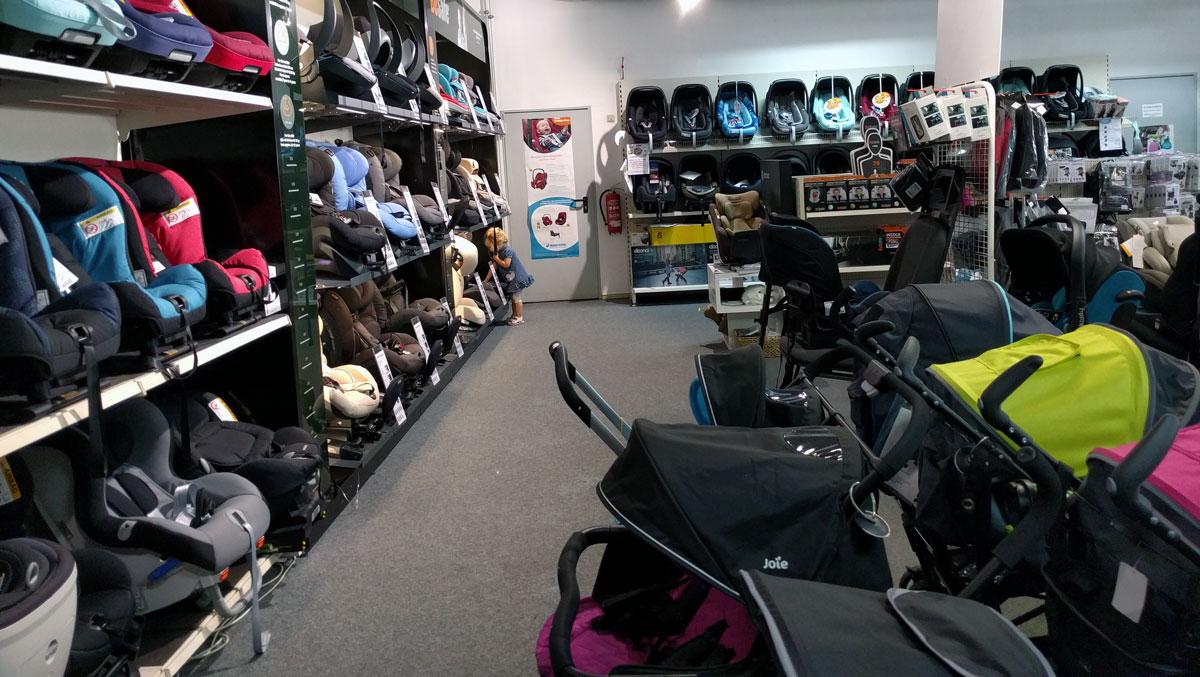Große Auswahl an Kinderwagen und Sitzen