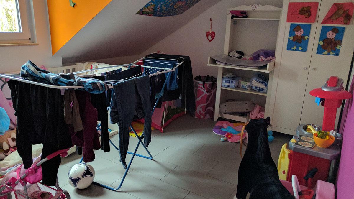 Kinderzimmer als Wäschekammer