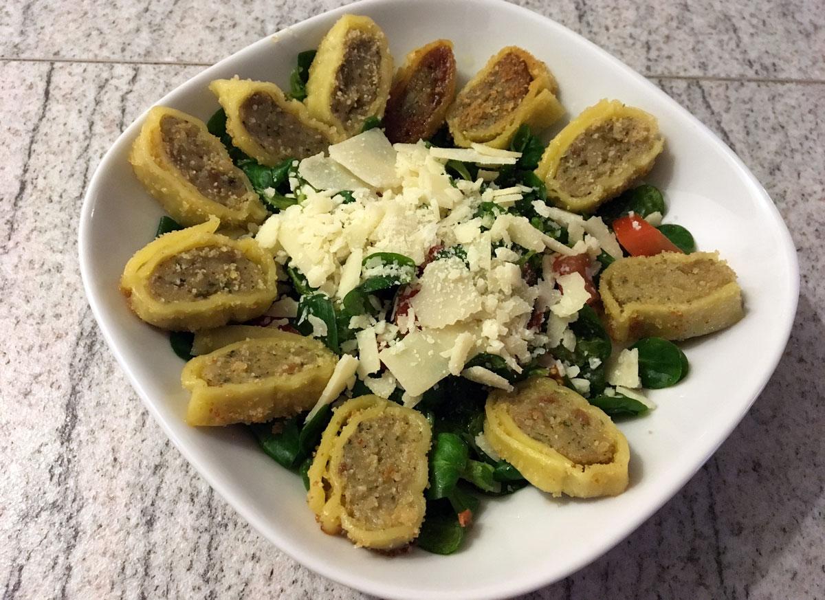 Gebratene Maultaschen mit Salat