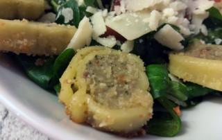 Maultaschen auf Feldsalat