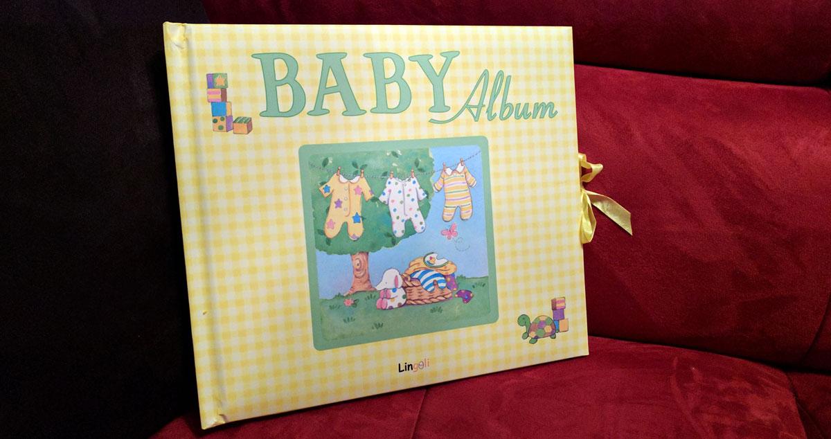 Das Baby Album für das erste Babyjahr