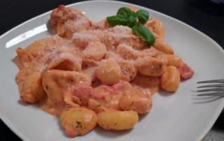 One Pot Pasta mit Gnocchi und Tortellini