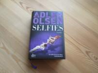 """Mit seinem aktuellen Werk """"Selfies"""" überzeugt Adler Olsen erneut !!"""