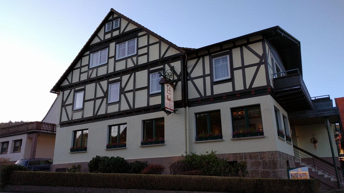 Neuer Anstrich beim Familotel Ottonenhof - Haupthaus